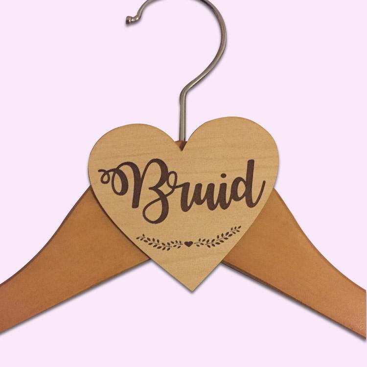 Wooden Heart Bruid Hanger